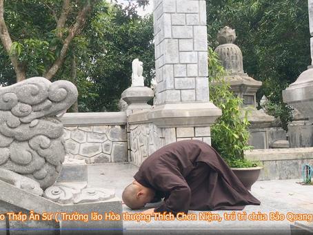 HT Thích Chơn Niệm đảnh lễ bảo tháp ân sư ở chùa Báo Quang