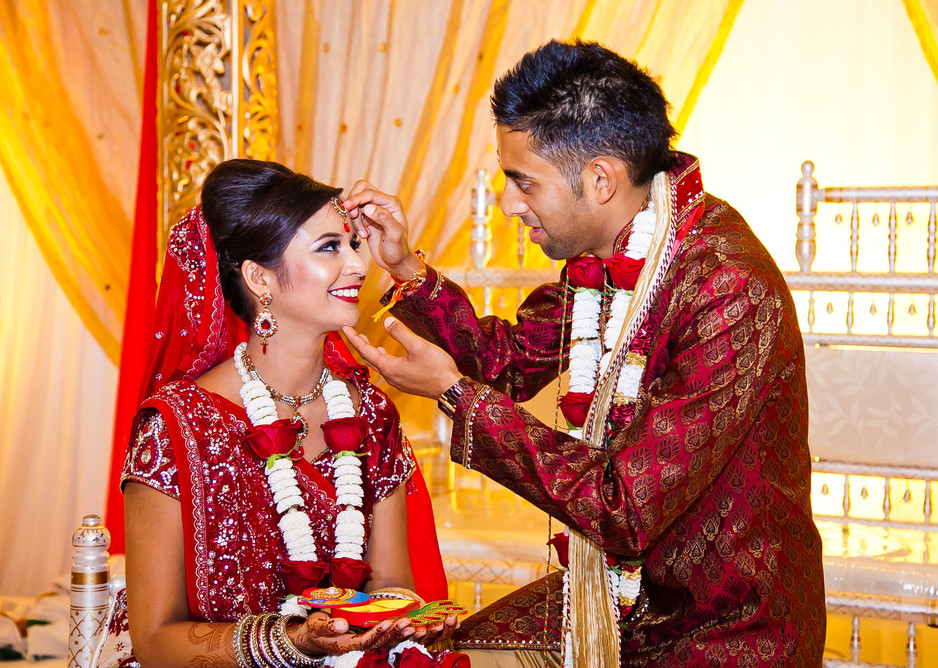Real Weddings - Priya & Dip's vividly vibrant wedding