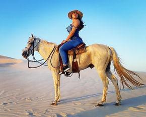 Girl Horses Lençóis.jpg