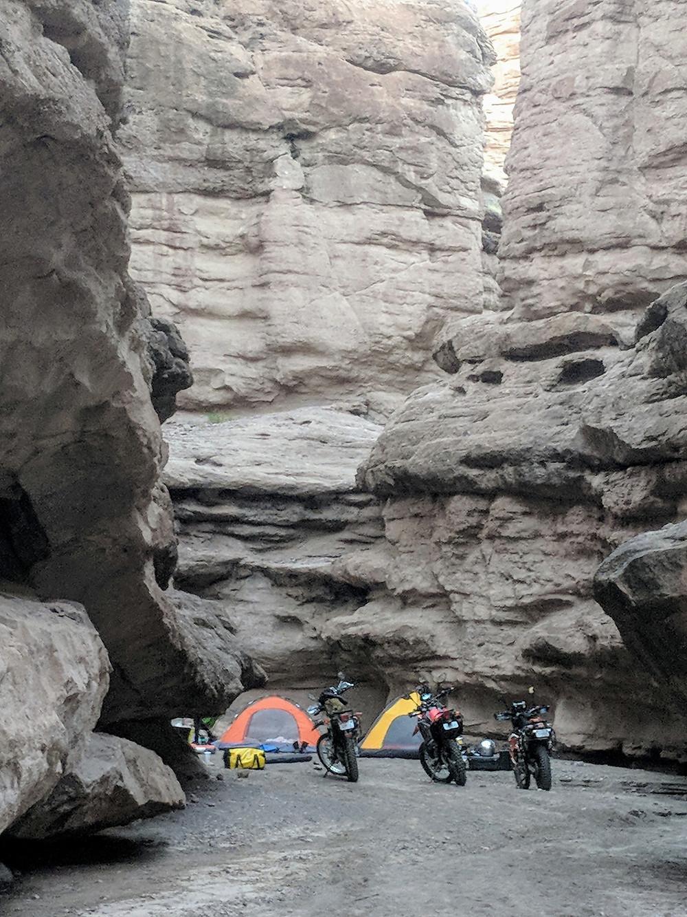 KTM 690, XT250 & 250L RALLY Camping in slot canyon