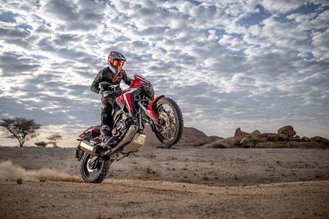 Africa Twin Wheelie Glamour-Honda-Story Moto ADV Internet Oddest Motorcycles