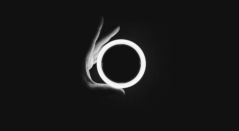 Fokuslinse - mit Lichtring - chaitanya-unsplash