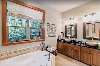 Bedroom Queen 2 Private Bath.png