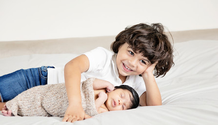 newborn and sibling photo shoot