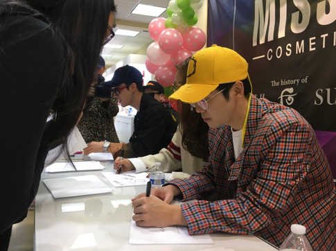 San E and Mad Clown Fan Sign Event