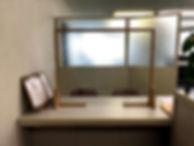窓加工付きの飛沫防止板.jpg