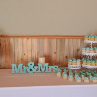 turquois damask cupcake.