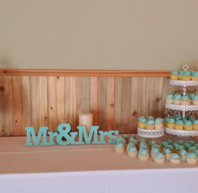 turquois damask cupcake