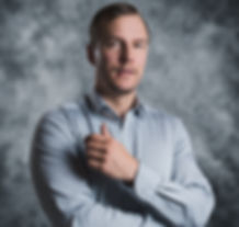 Portraitphoto of a male in a shirt with grey background