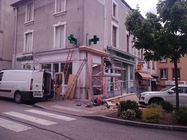 Pharmacie - Vitrine ext. chantier