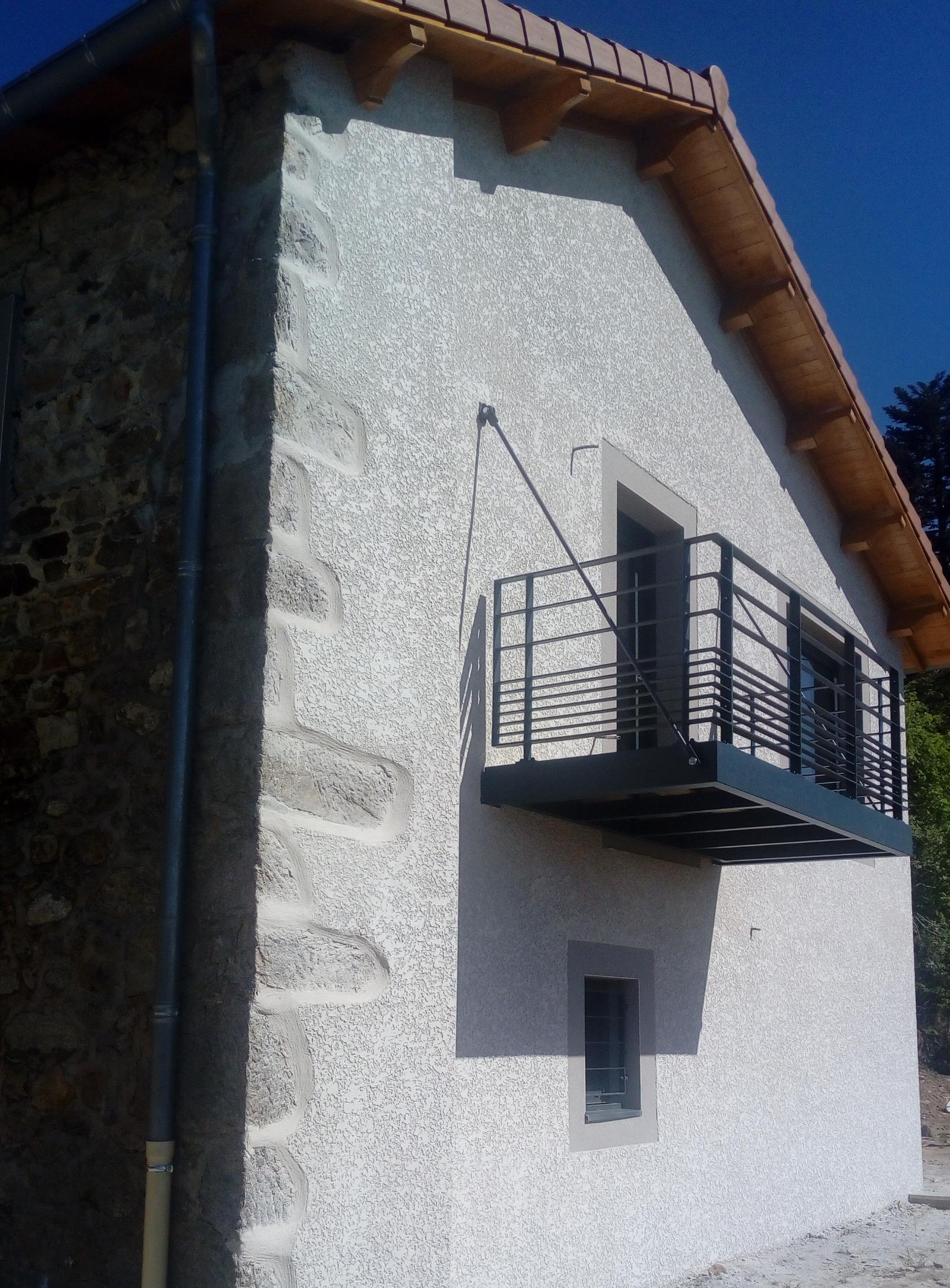 Balcon suspendu mixte (acier avec platelage bois)-
