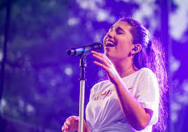 """Alessia Cara Makes Niagara Falls Home for Her Live Debut of Single""""Sweet Dream"""" for Stephen Colbert"""