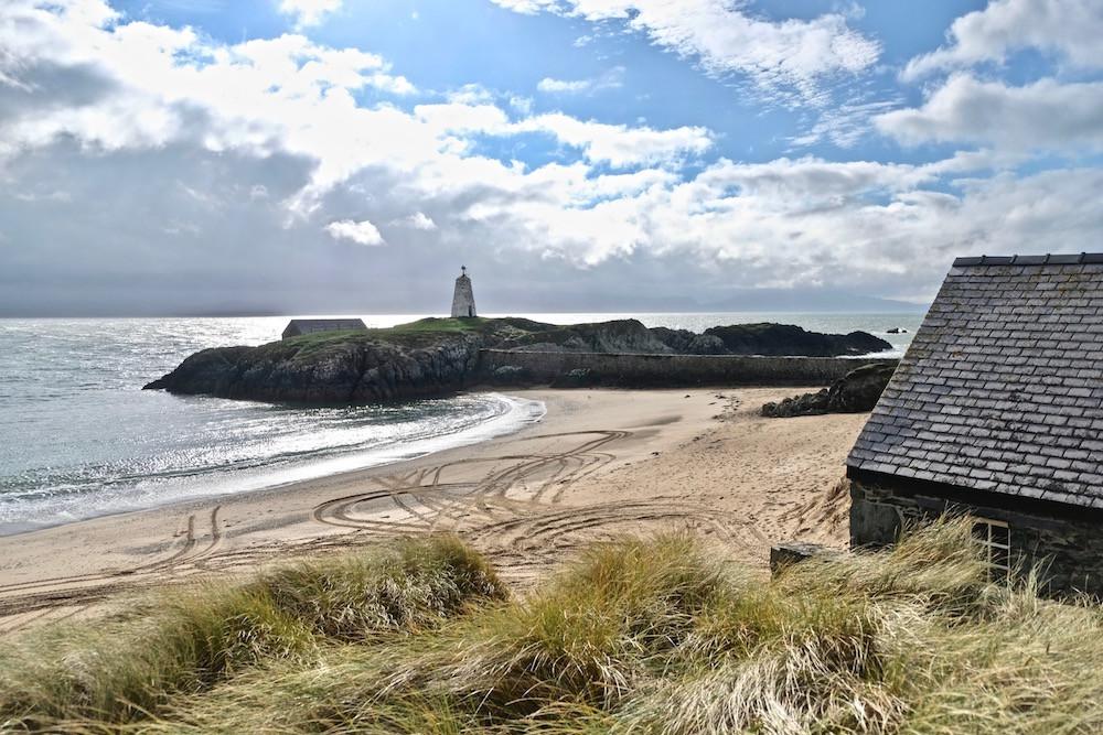 Isle of Angelsey aan de Noordkust van Wales. Aan het uiterste puntje (Llanddwyn Island) prijkt de Mawr Lighthouse.