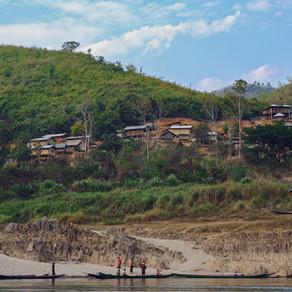 Vragend varen over de Mekong