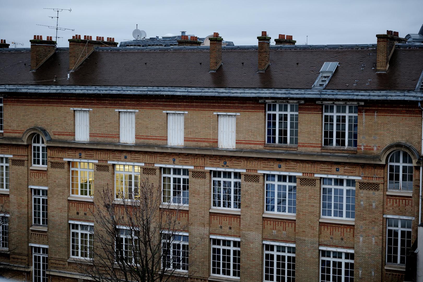 On inverse la perspective cette fois-ci: l'école de derrière vue depuis le CRI!