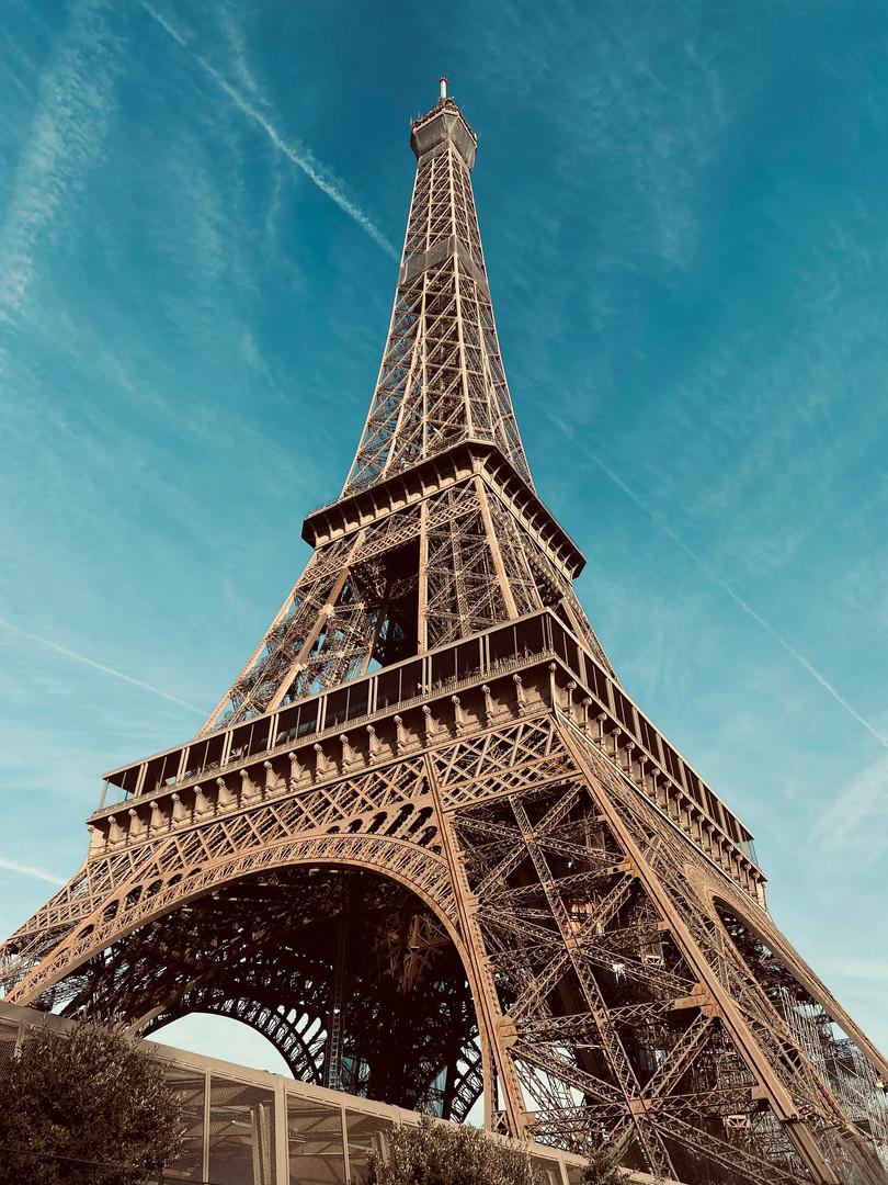 Rien à voir avec l'interview, mais comme cette dernière se déroule à Paris, on a eu envie de rendre ce petit hommage à la Dame de fer...