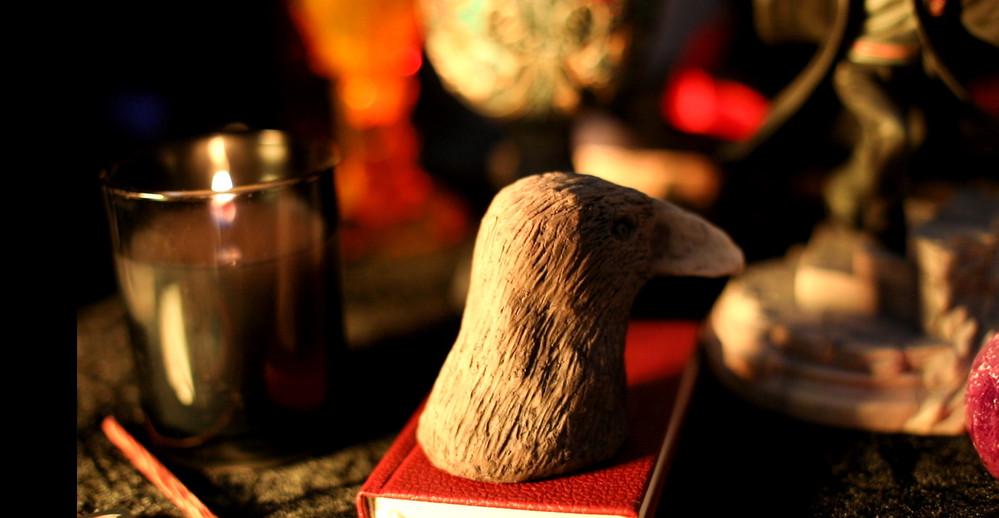 Décoration pottérienne (qui tente de rappeler un vilain petit canard, mais la forme du bec ruine l'essai)