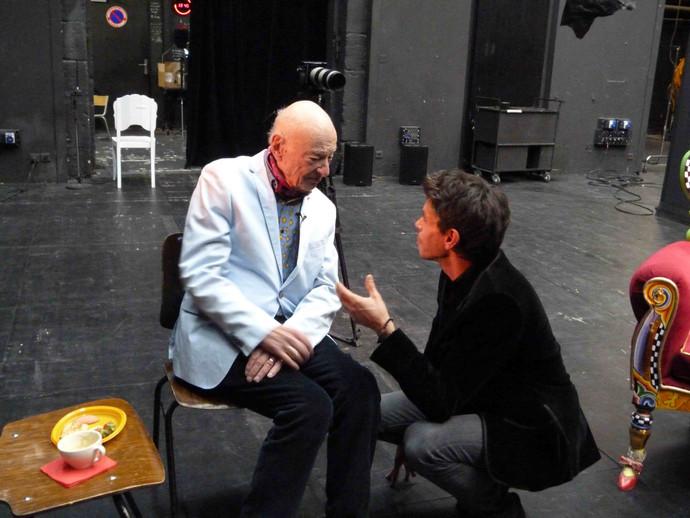 Edgar Morin en tournage aux théâtre des 13 Vents