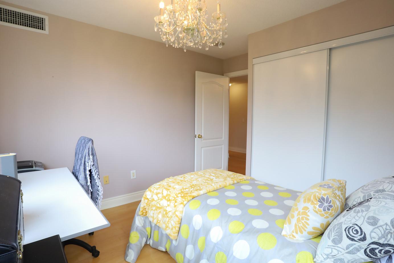 bedroom 17.jpeg
