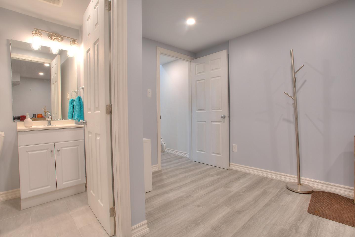 washroom basement 29.jpeg