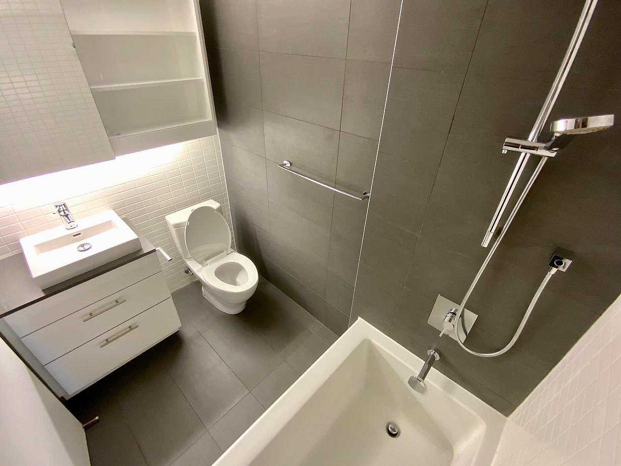 Washroom inside #6.jpeg