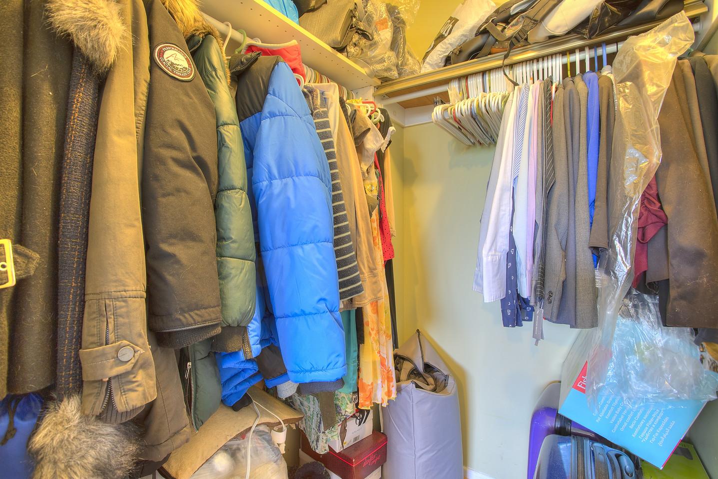 Walk-in closet 24.jpeg