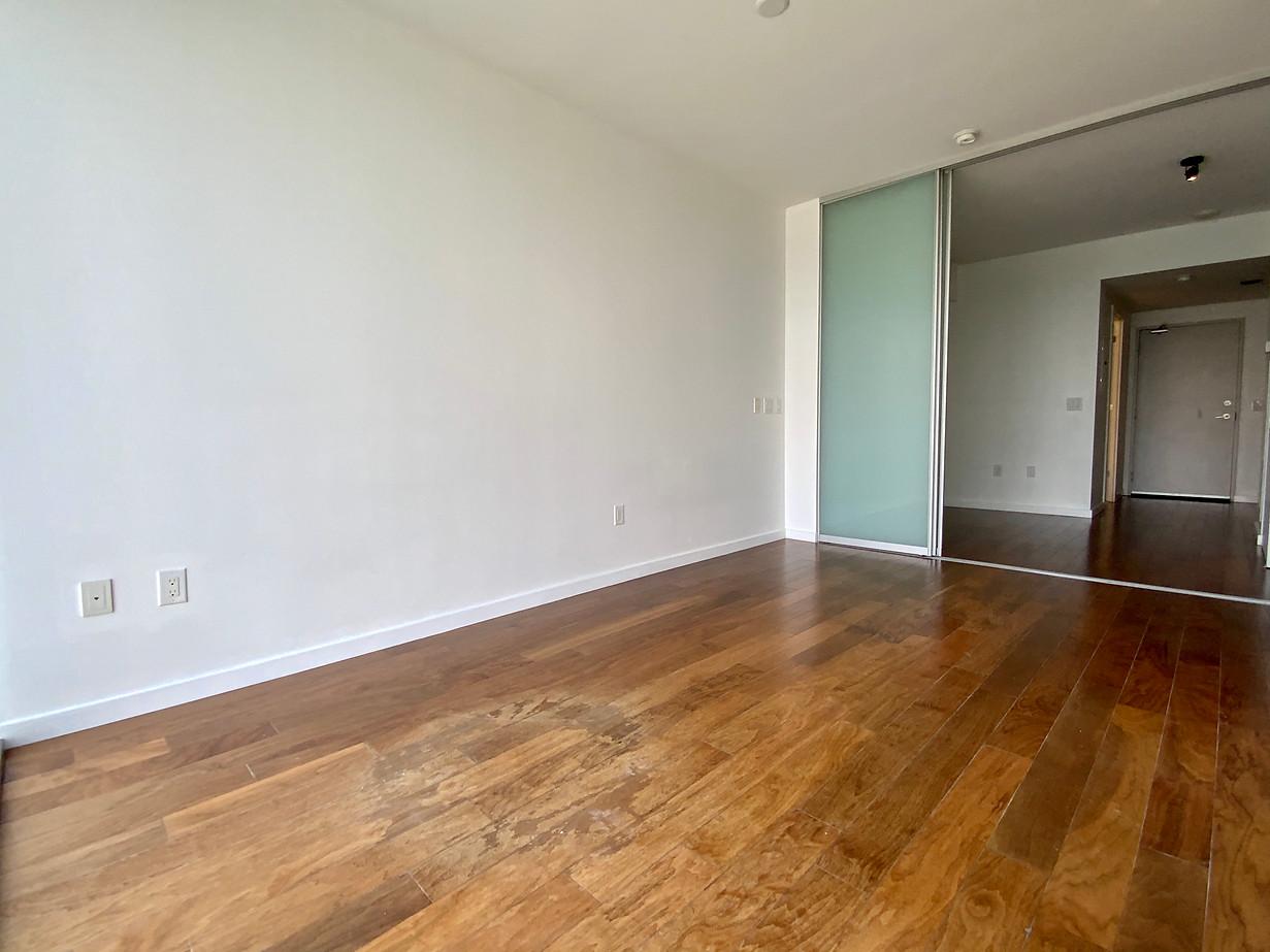 Living room Looking in #12.jpeg