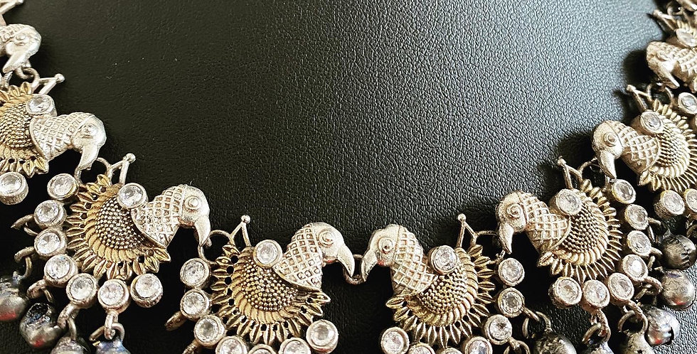 Bird necklace with white stones and gungroo