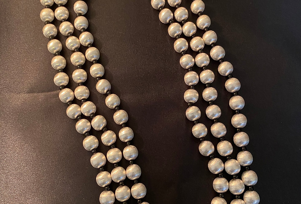 Three layered silver bead neckwear