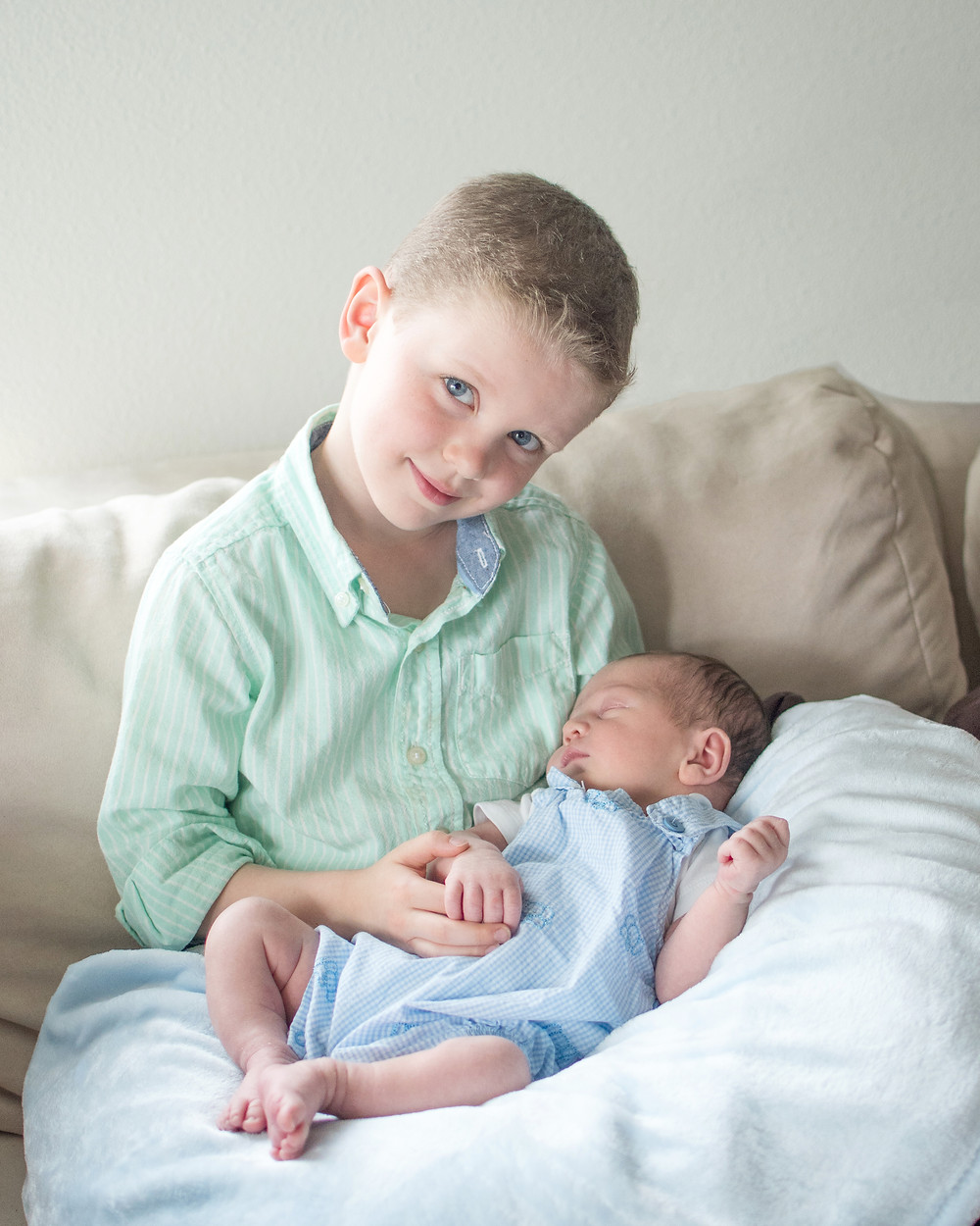 brother and newborn