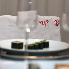 handgesticktes Monogramm auf Leinen