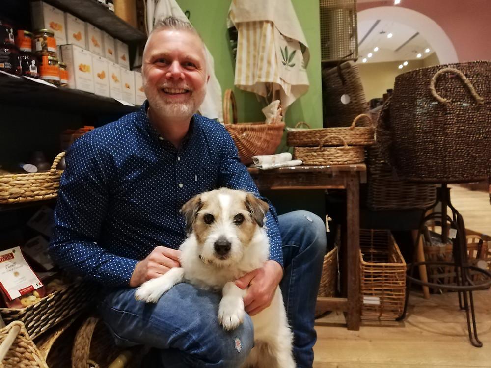 Kurt Spet mit Hund Anton im Hannibal, Wien 2