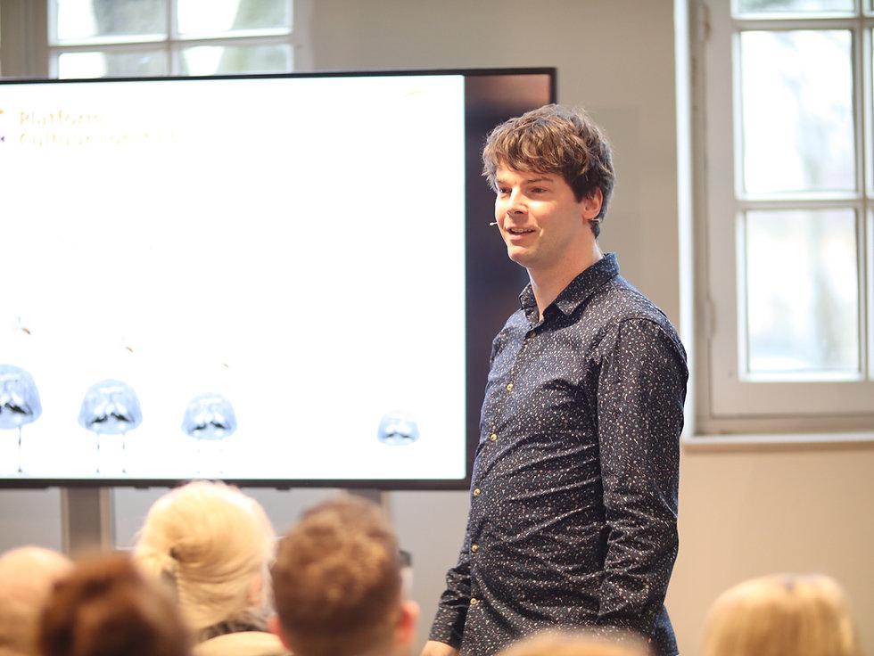 Maarten Vogelaar zakelijk.JPG