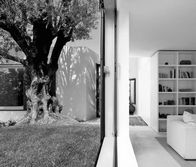 HOUSE IN AGOSTOS I, 2006