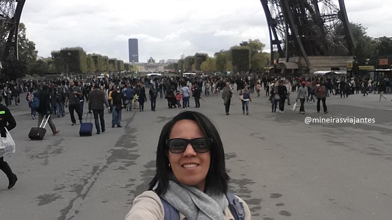 Filas para subir a Torre Eiffel
