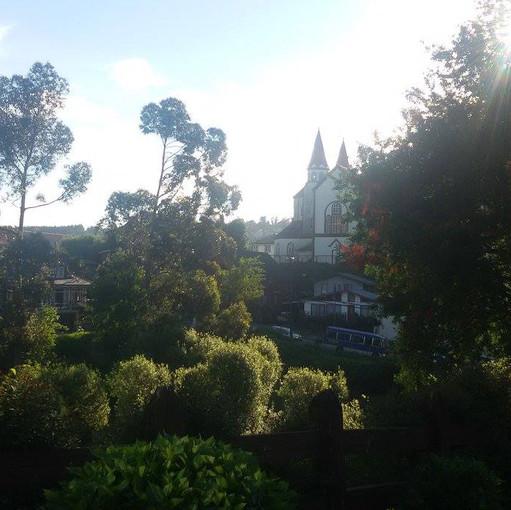 Vista da janela lateral do hotel