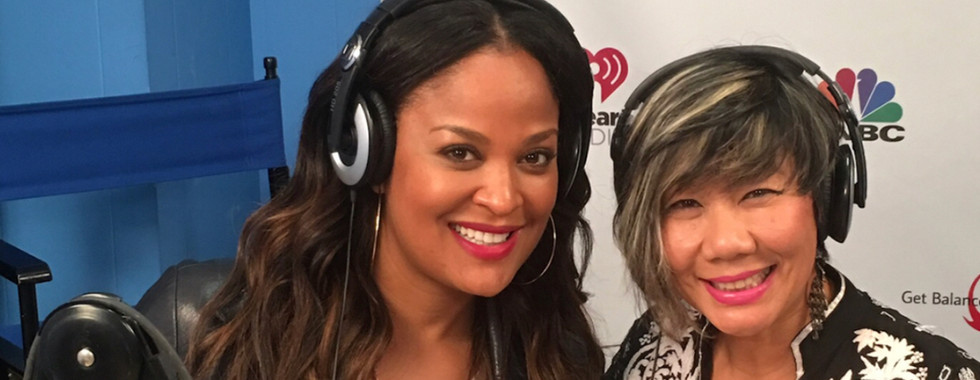 Laila Ali flashes peace in studio with D