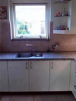 keuken met glazen vensterbank