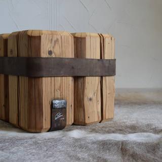 Kleiner Beistelltisch/ Hocker - Altholz