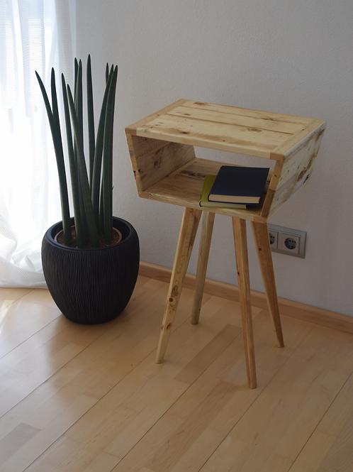 Leichtes Beistellmöbel - Altholz/ Palettenholz