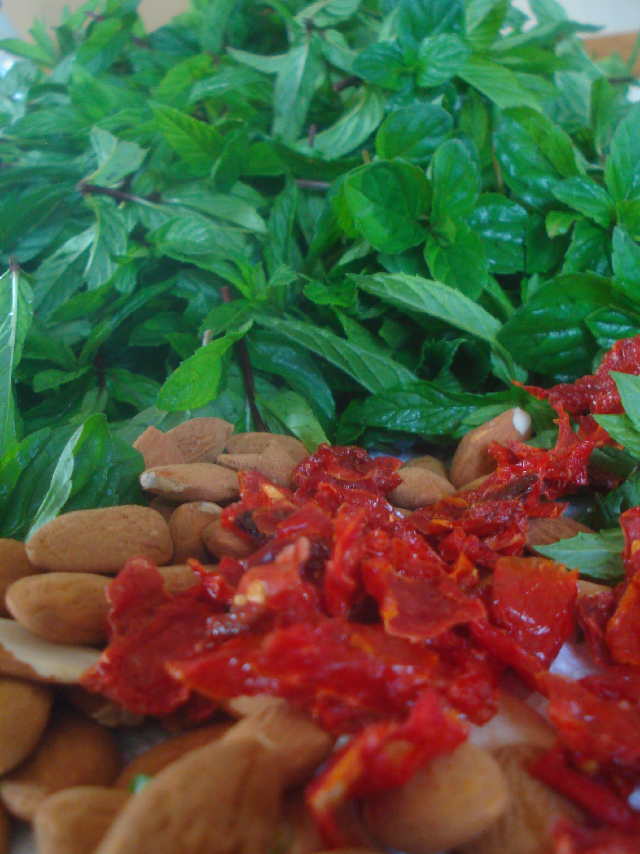 menthe, tomates, amandes