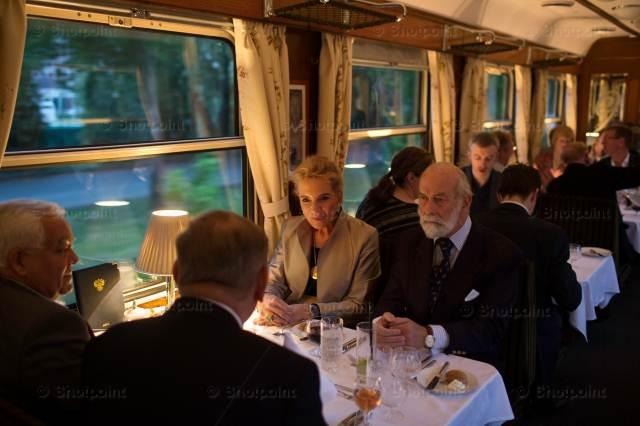 """Ресторан поезда """"Золотой Орел""""."""