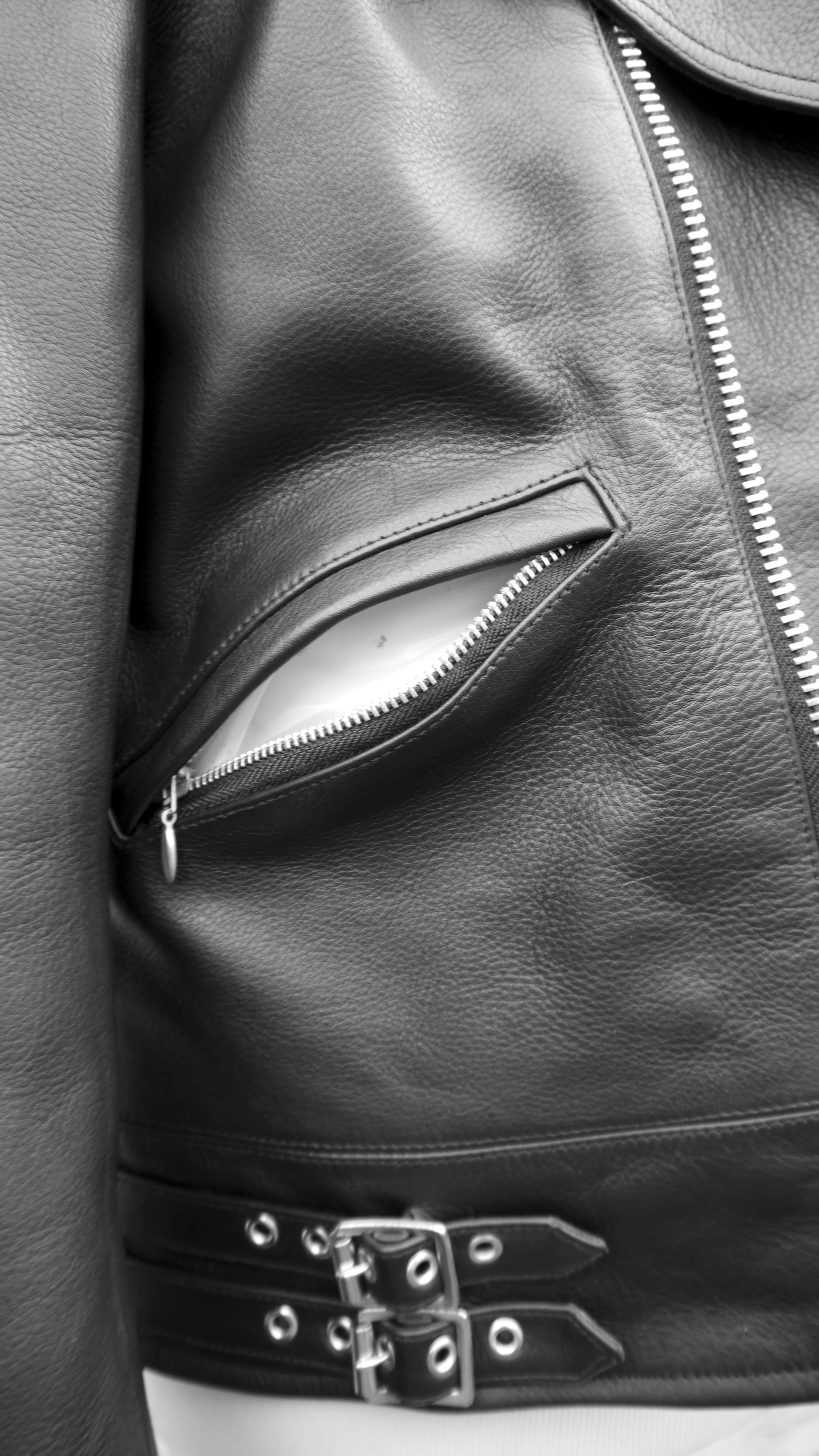 Black Night side pocket