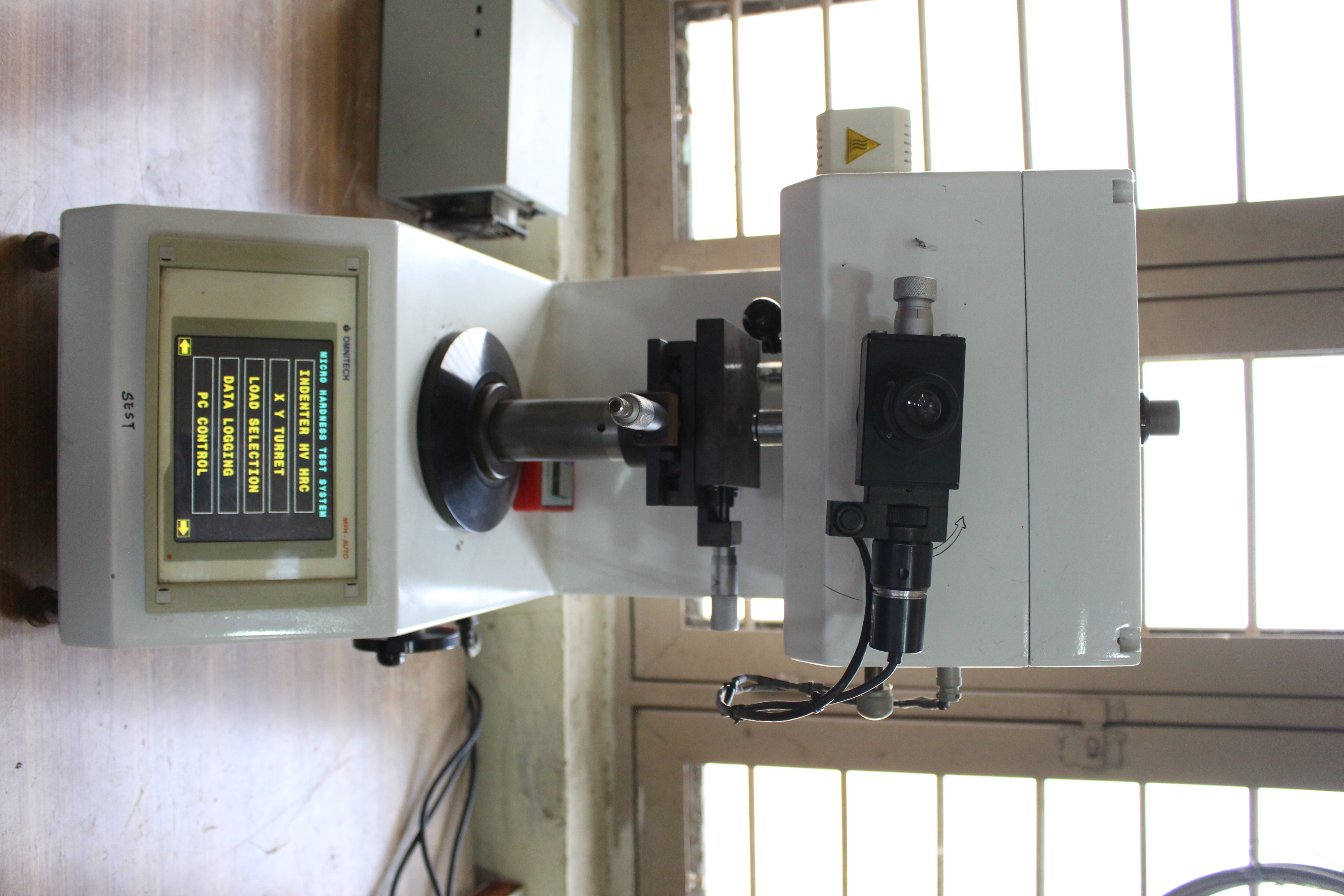 Vickers Microhardness Tester