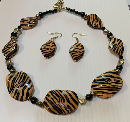 "Vintage ""Tiger"" Motif Necklace Set"