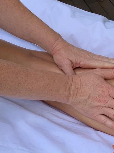Ayurvédique massage var cuisse.jpeg
