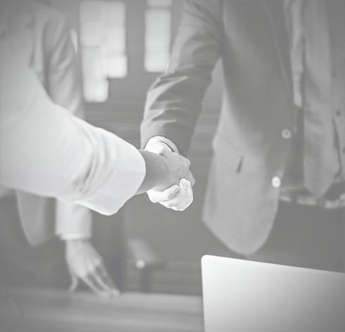 agreement_black_and_white_businesspeople