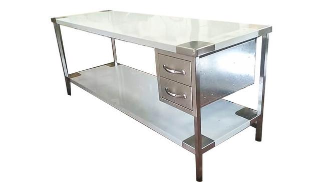 שולחן-נירוסטה-עם-מגירות