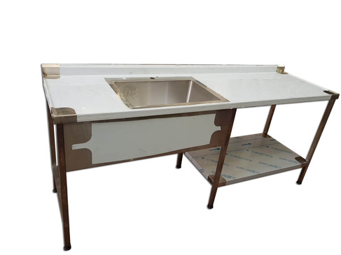 שולחן נירוסטה עם כיור
