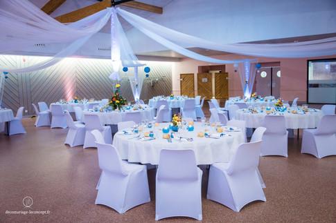 Gloriette de drapés blanc et turquoise